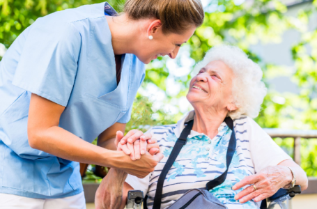 5 Things to Look for When You're Comparing Assisted Living Facilities