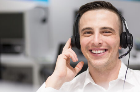 Which Is Better – In-House Receptionist or Virtual Receptionist?